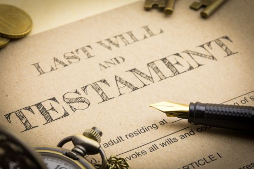 last will and testament with pen
